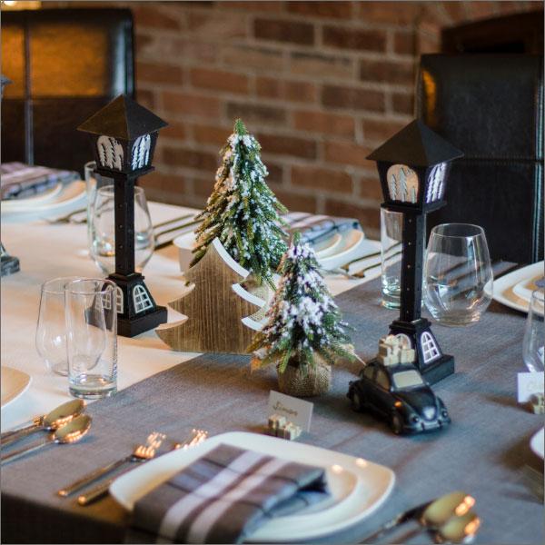 Set de table décoratif avec nappe, extensions & accessoires décoratifs