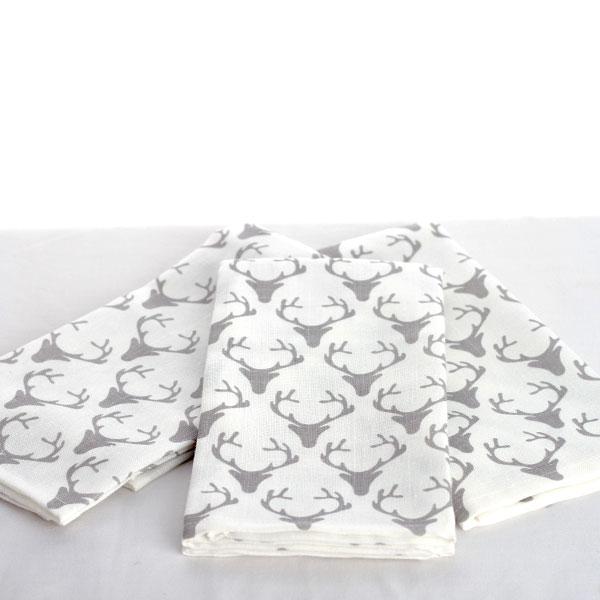 Noel-blanc-serviette-cerf