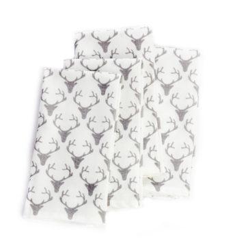 Serviettes de table blanches avec cerfs gris