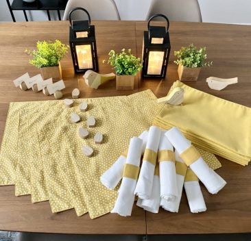 napperon-reversible-serviette-table-accessoire-decoratif-marque-place-ensemble-matinee-ete-reversible-placemat-napkin-decorative-accessory-place-marker-summer-sunrise-35set-deco