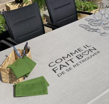 nappe-beige-message-imprime-beige-tablecloth-printed-message-35set-deco